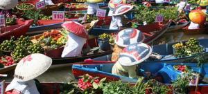 Pasar Terapung, kegiatan jual beli masyarakat mirip di negara Tahiland